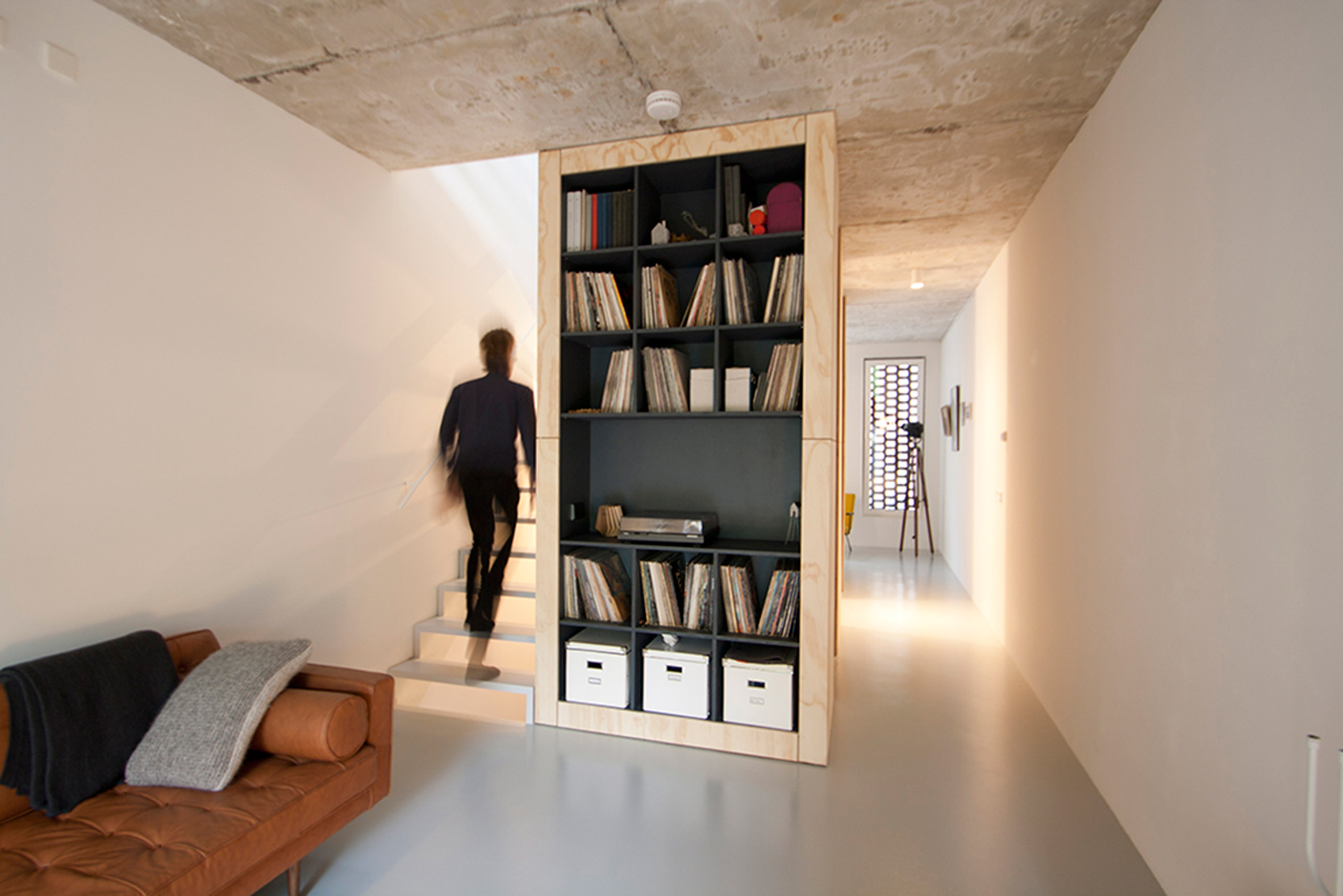 Though the house is really narrow, it can't be said from the first sight due to the smart decor