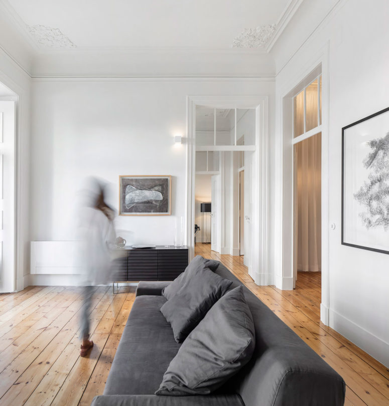Peaceful monochrome apartment in a 19th century building for Peaceful living room ideas