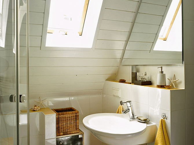 200 years old country house decorated in creamy shades for Fish themed bathroom