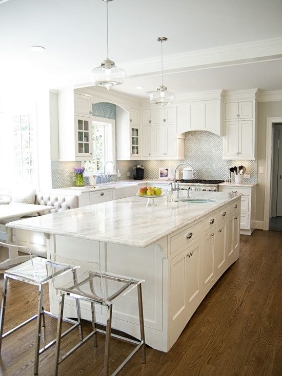 Ordinaire All White Kitchen Decor With A Silver Backsplash And White Quartz Counters  For A Serene