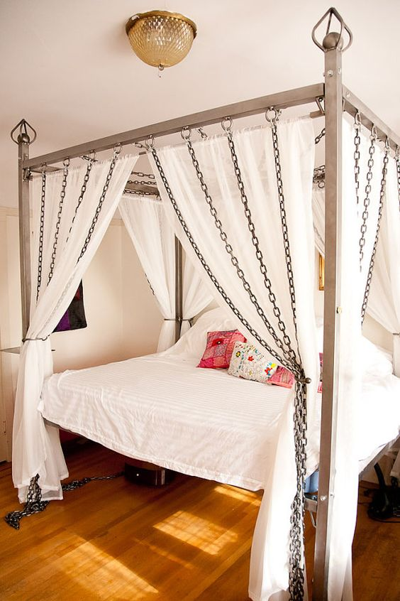 chain canopy bed is a unique solution for industrial spaces & 33 Canopy Beds And Canopy Ideas For Your Bedroom - DigsDigs