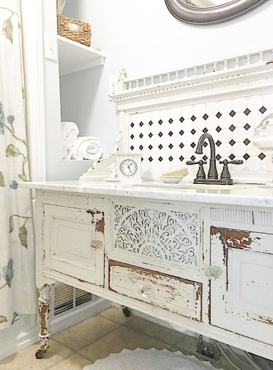 29 vintage and shabby chic vanities for your bathroom for Salle a manger shabby chic
