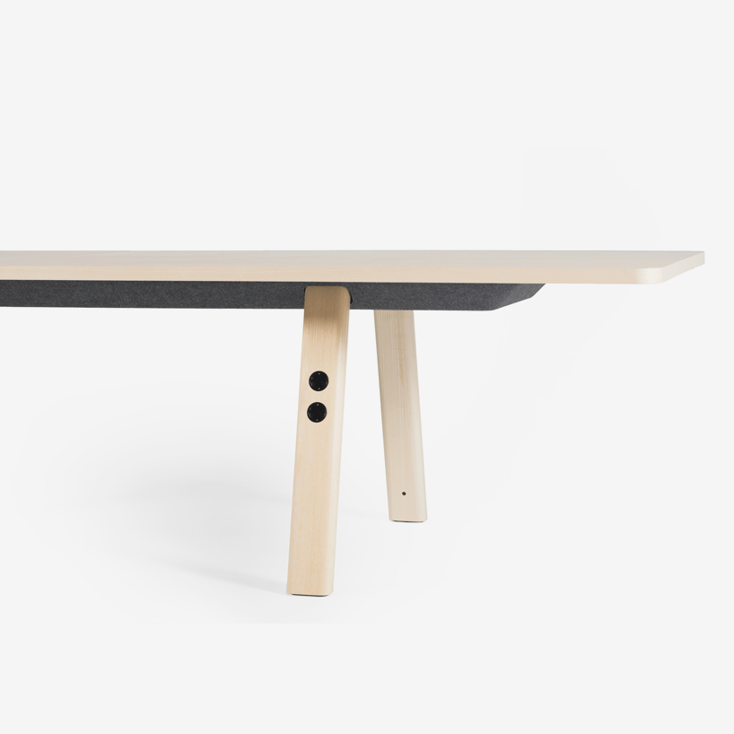 A felt tray cable stores all fixed connections to keep a clean aesthetic of the table