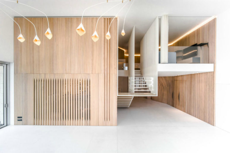Wooden walls look surprisingly cool and contemporary, and they are highlighted with cool ceiling lamps with a surreal design