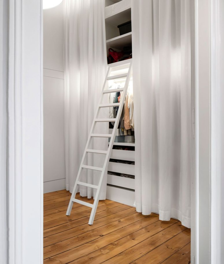 There are several inner rooms that act as wardrobes and storage spaces for different rooms, what an interesting solution
