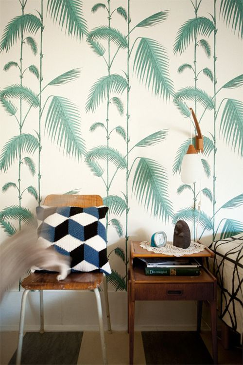 botanical printed wallpaper is great for bedrooms to create a peceful mood