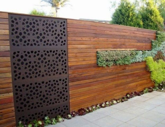34 privacy fence design ideas to get inspired digsdigs for Palissade en bois exterieur