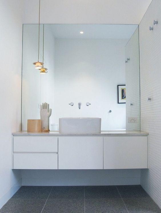 30 cool ideas to use big mirrors in your bathroom digsdigs for Quirky bathroom designs