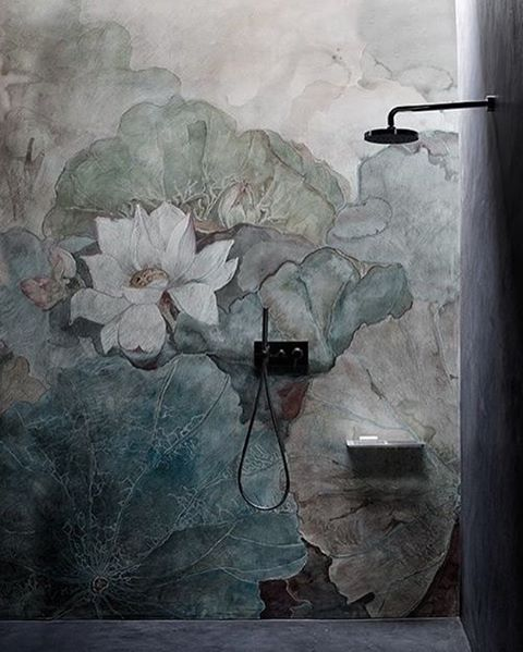 Tadelakt mural in shower made according to real Moroccan techniques