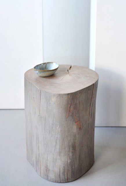 A usual tree stump turned into a shabby-inspired side table and stool at the same time