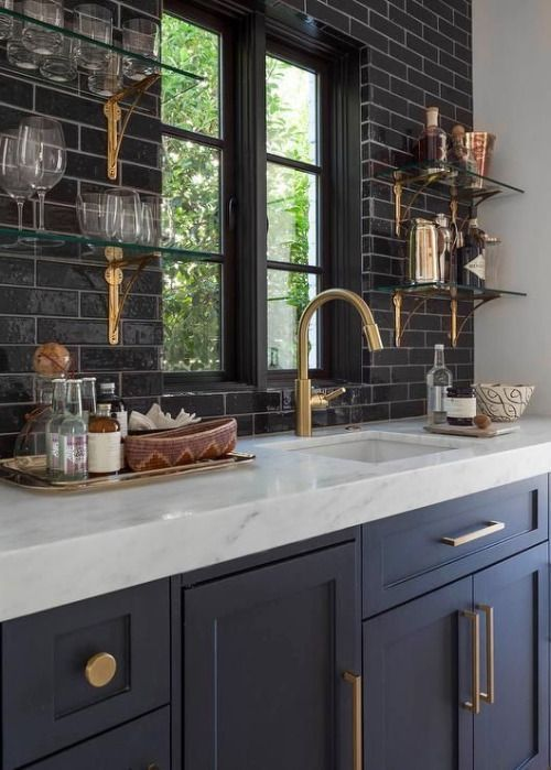 33 masculine kitchen furniture ideas that catch an eye for Meuble brick montreal