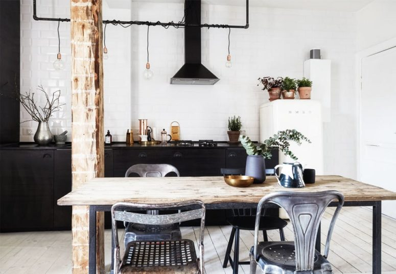 A rough wooden pillar echoes with the tabletop and mismatched metal chairs add more industrial feel