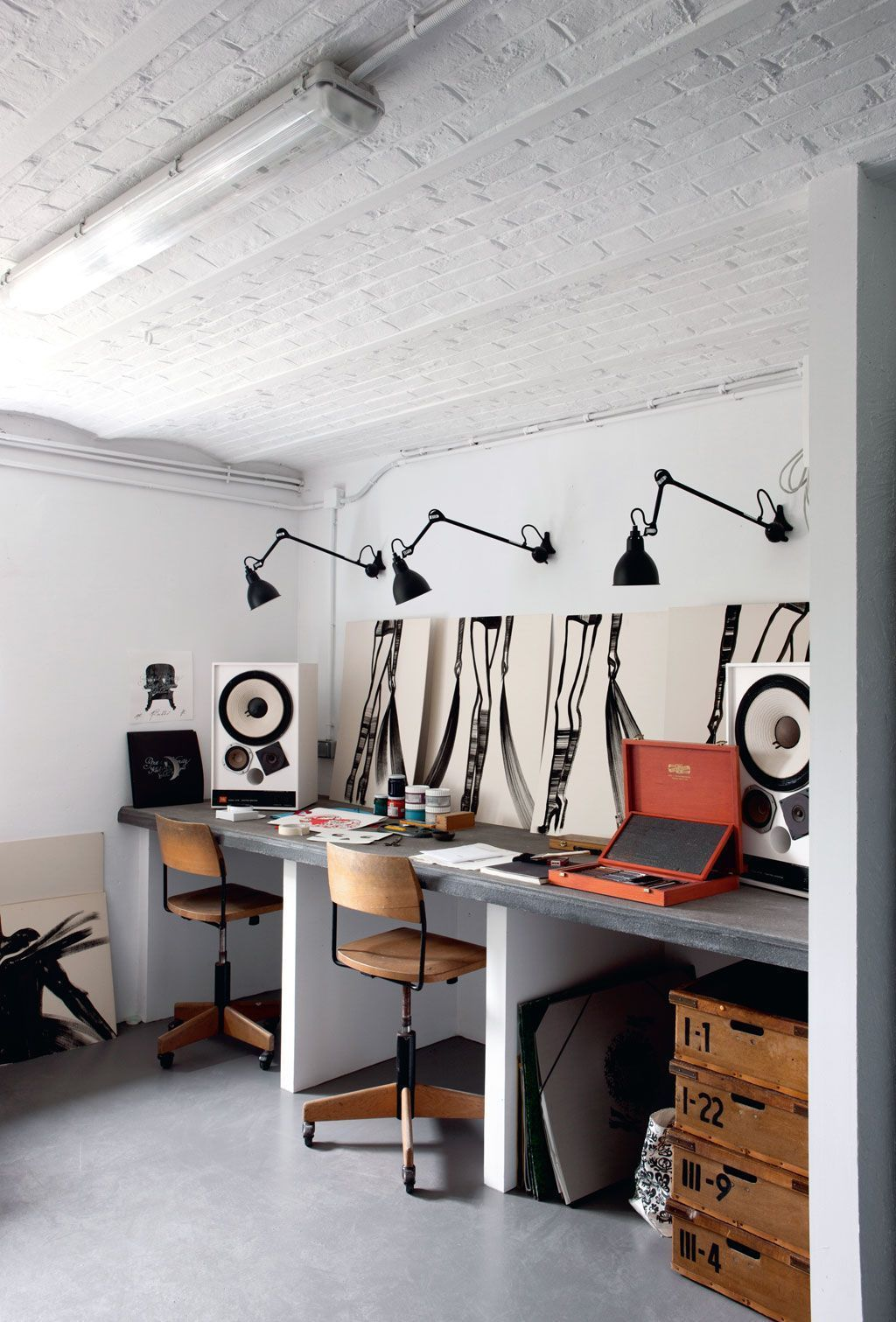 This is one more working space, a shared one, done in industrial style