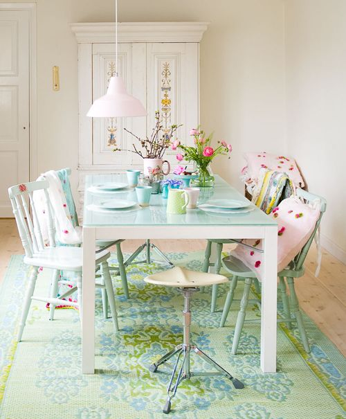 a dining table with a mint-colored tabletop is a very fresh and feminine solution