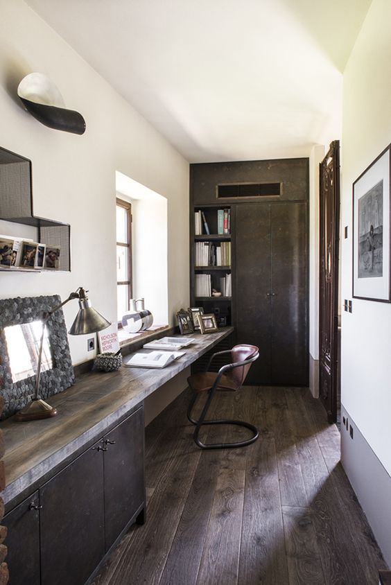 rustic counter along the whole wall to maximize functionality
