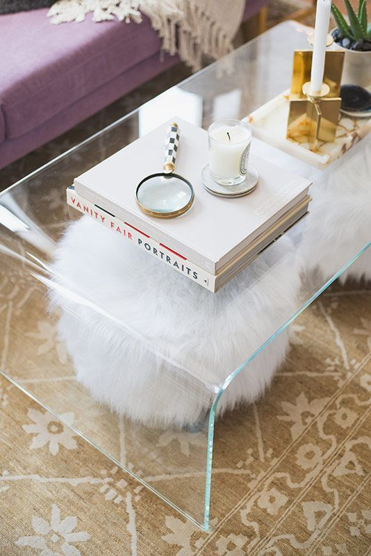 33 lucite and acrylic furniture ideas for modern spaces for Clear coffee table