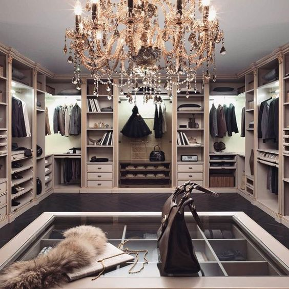 any closet will be more refined with a crystal chandelier with black details and a lot of sparkling beads