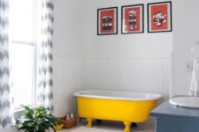 41 modern bathroom with blue touches and a sunny yellow bathtub with legs