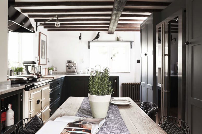 Traditional Meets Modern English Country Kitchen Digsdigs