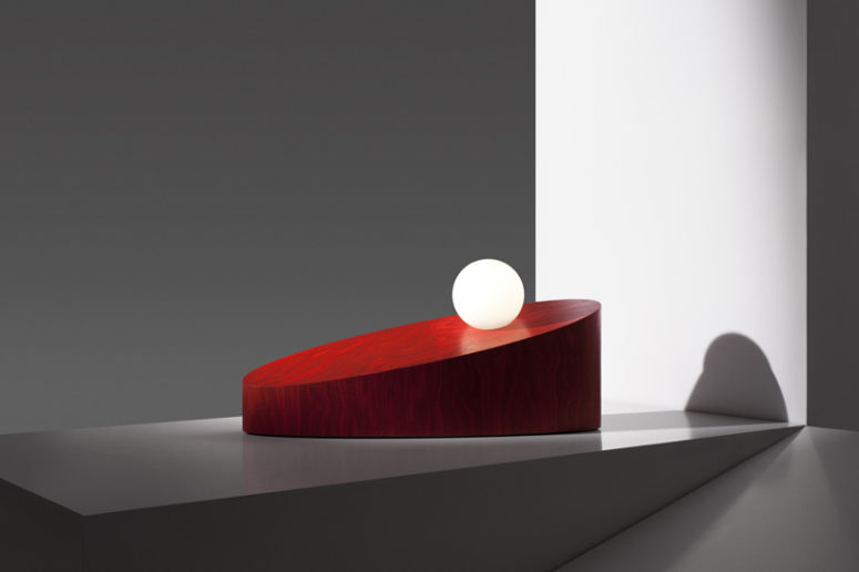 The collection creates the illusion of movement, exploring the perception of reality and fantasy
