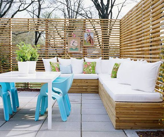 Light Colored Wood Bench With Storage Echoes Privacy Screens Around And Creates A Chic