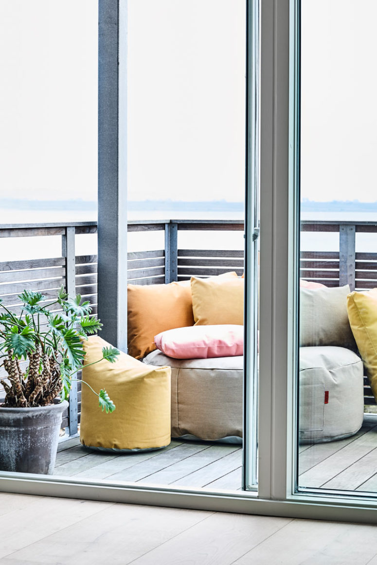 Decorate your outdoor zones with this comfy furniture and spend time with no fuss