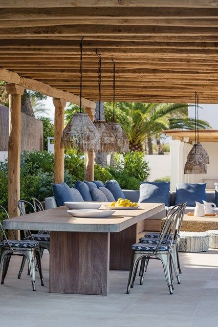 30 awesome outdoor dining area furniture ideas digsdigs for Modern dining area ideas