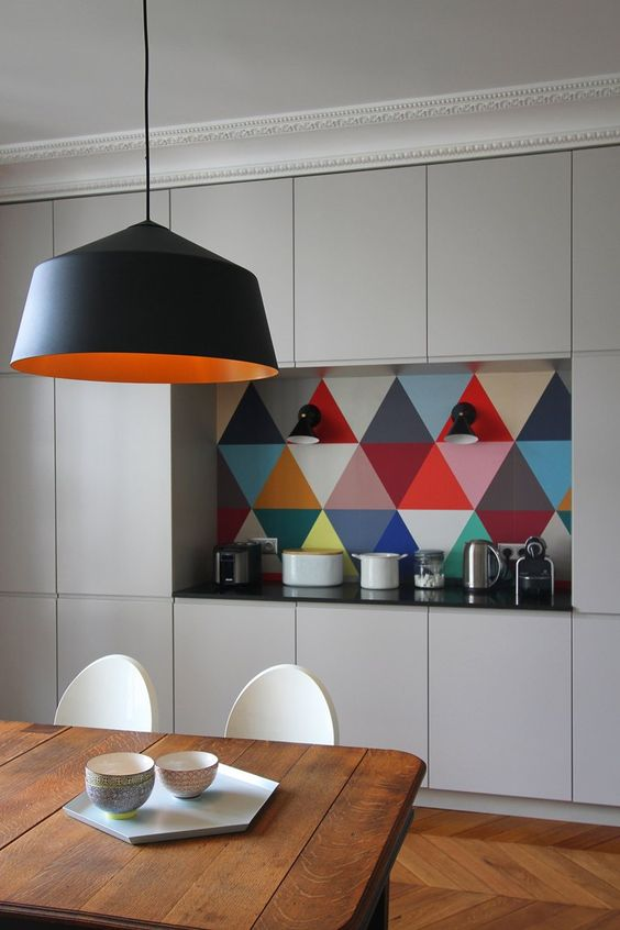 a colorful geometric backsplash makes this plain modern kitchen pop