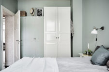 12 The storage is closed to make the bedroom uncluttered