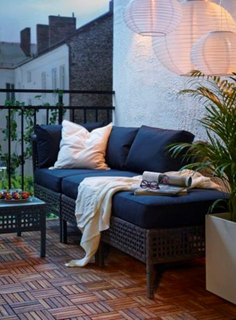 a Kungsholmen bench and coffee table can be placed even on a small balcony