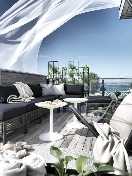 Kungsholmen sofa and seats turn this space into an outdoor oasis