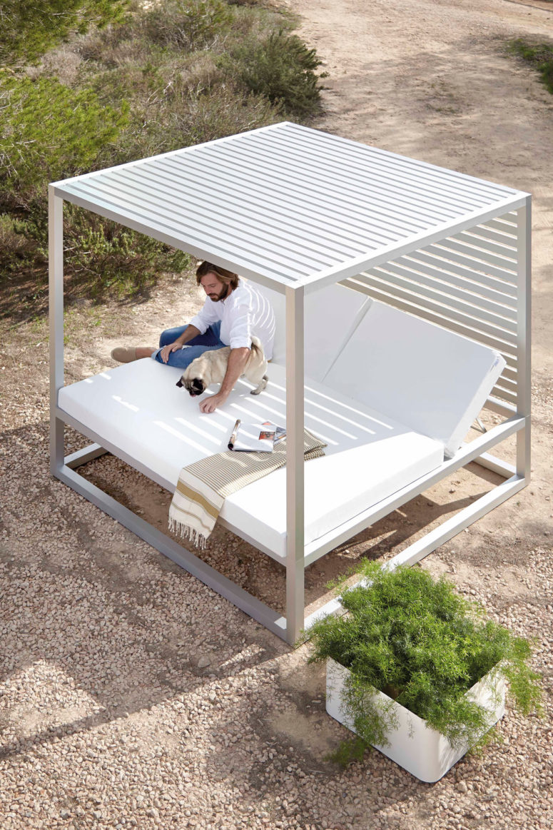 daybed by Jose Gandiablasco (via design-milk.com)