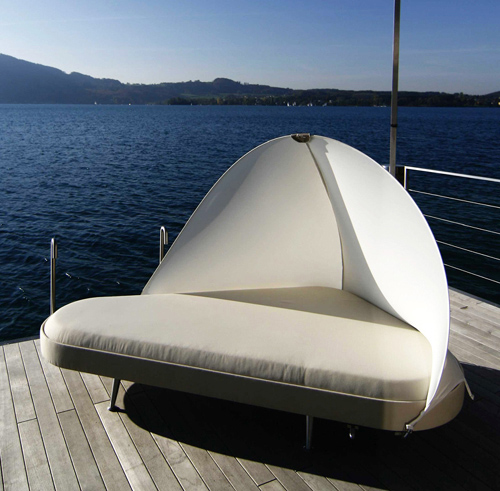 Outdoor Lounge Bed by Usona Home (via www.trendir.com)