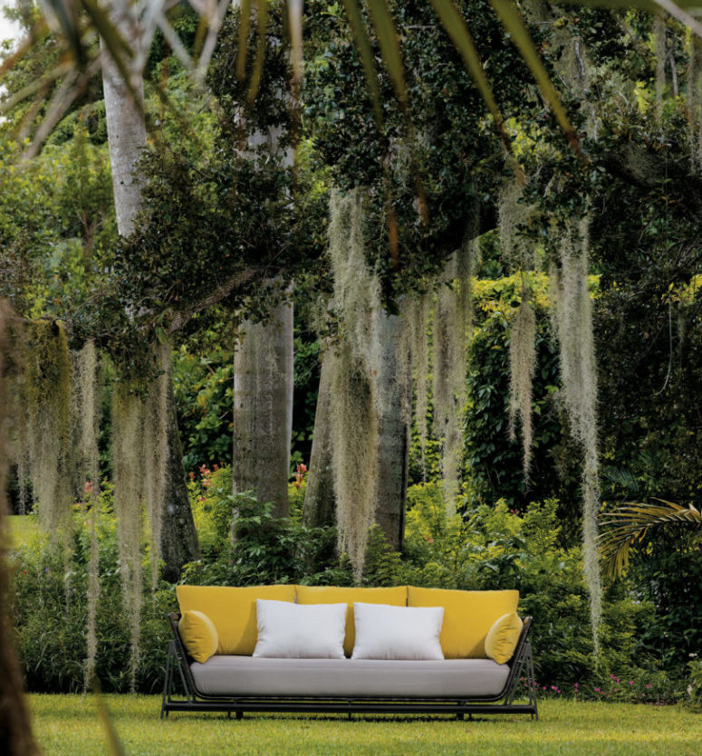 2017 outdoor furniture collection by Holly Hunt (via design-milk.com)