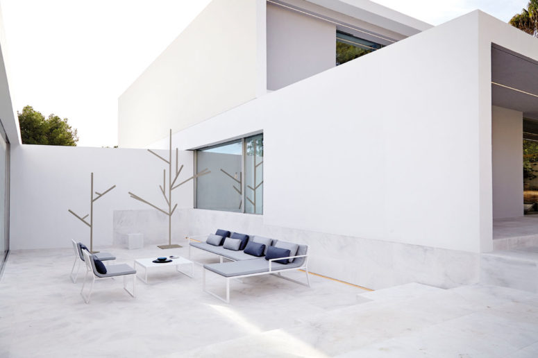 Blau furniture collection by Fran Silvestre Arquitectos  (via design-milk.com)