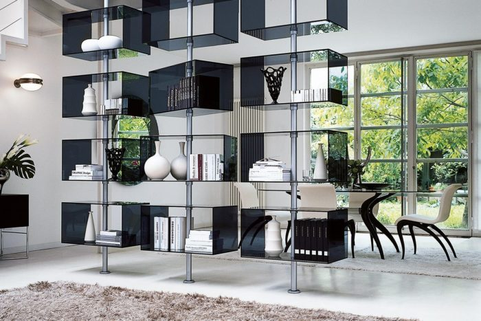 The Domino bookcase is made of metal poles and glass boxes on them