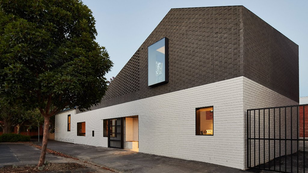 This Perimeter House is clad with brick to give a nod to industrial heritage of the district where it's located