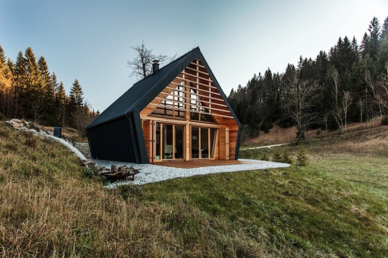 Cozy Wooden House With Simple But Beautiful Design - DigsDigs