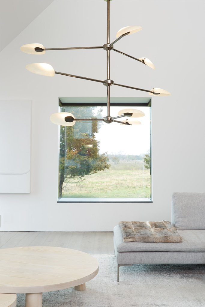 The Pilot chandelier can be installed in different compositions to offer various light  effects