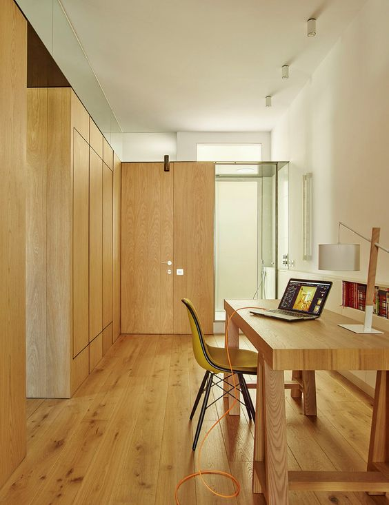The interior decor is modern, warm and simple due to the extensive use of oak wood