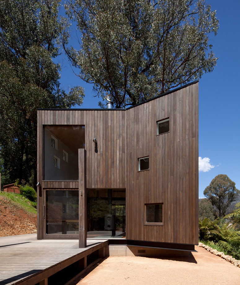 The house is opened to outdoors and there's a large deck clad with the same wood, it's a perfect vacation home