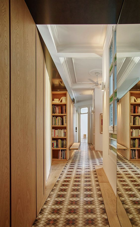 The mosaic parquet floors were restored as well as ceilings with moldings