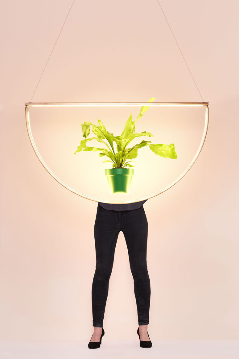 This lamp can easily highlight any object and any space