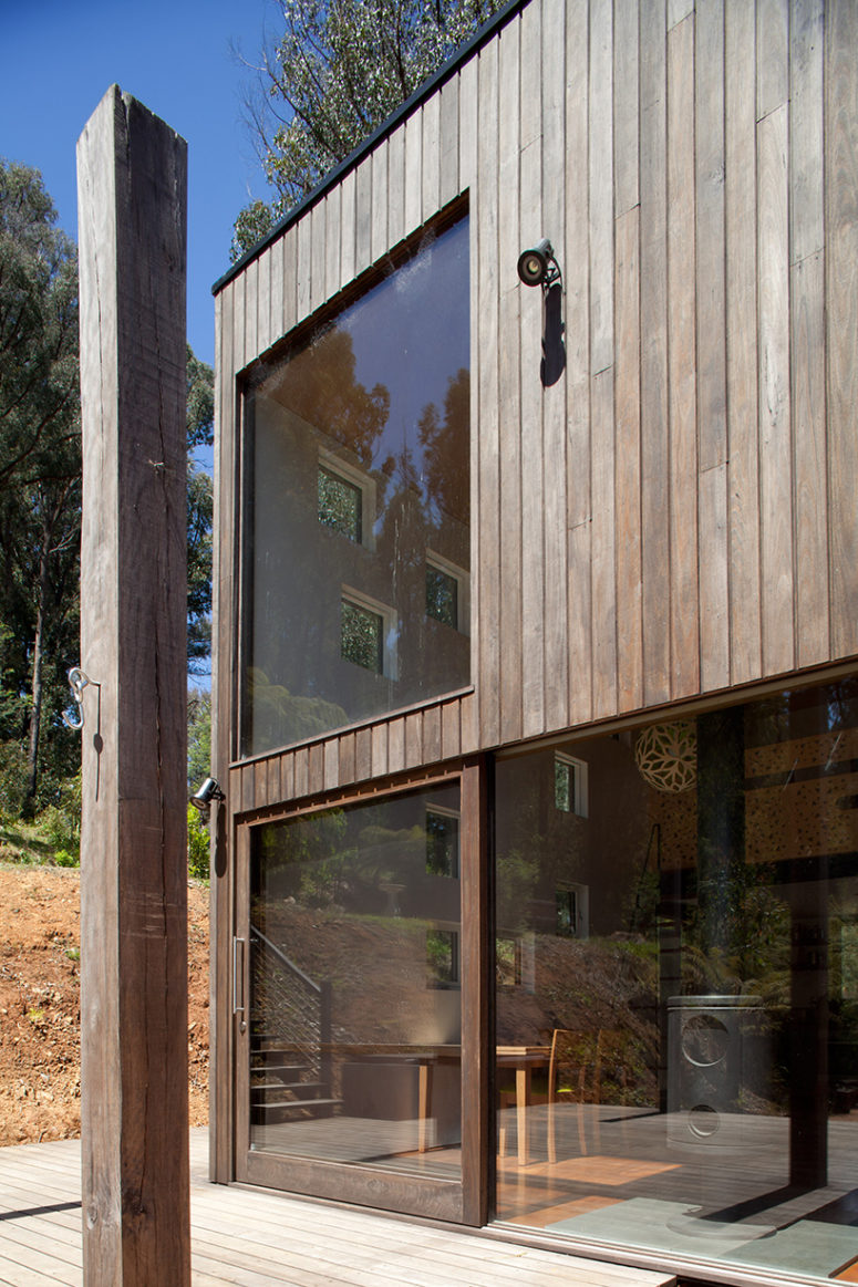 Timber clad vacation house with an open plan digsdigs for House with lots of windows