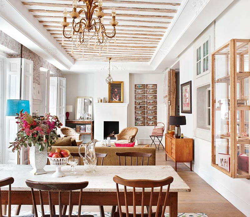 The dining space is united with the living room, with its simple and rustic dining set