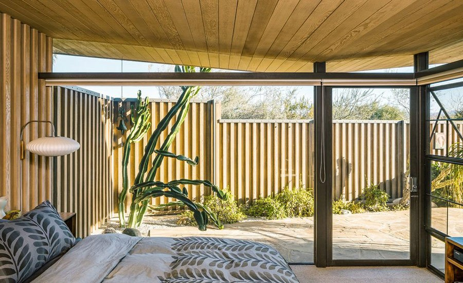 This is another bedroom that really focuses at the views but to make it more private, the architect created a courtyard with desert plants