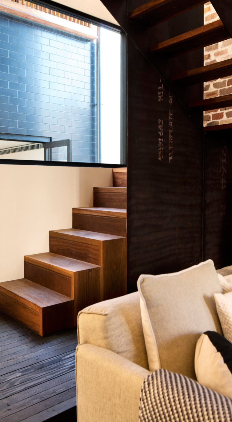 The stairs is partly wooden, partly metal to make it warm yet very chic industrial