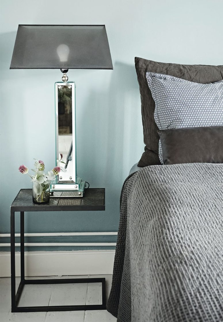 The bedroom is done in dove grey, with grey and black touches, mirror and metal are used to give it a modern and fresh feel