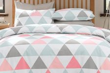 09 coral, grey and white bedding with a triangle print