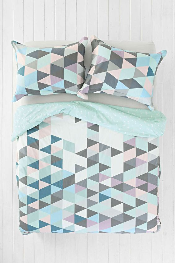 pastel triangle bedding with grey and mint parts to make it more peaceful